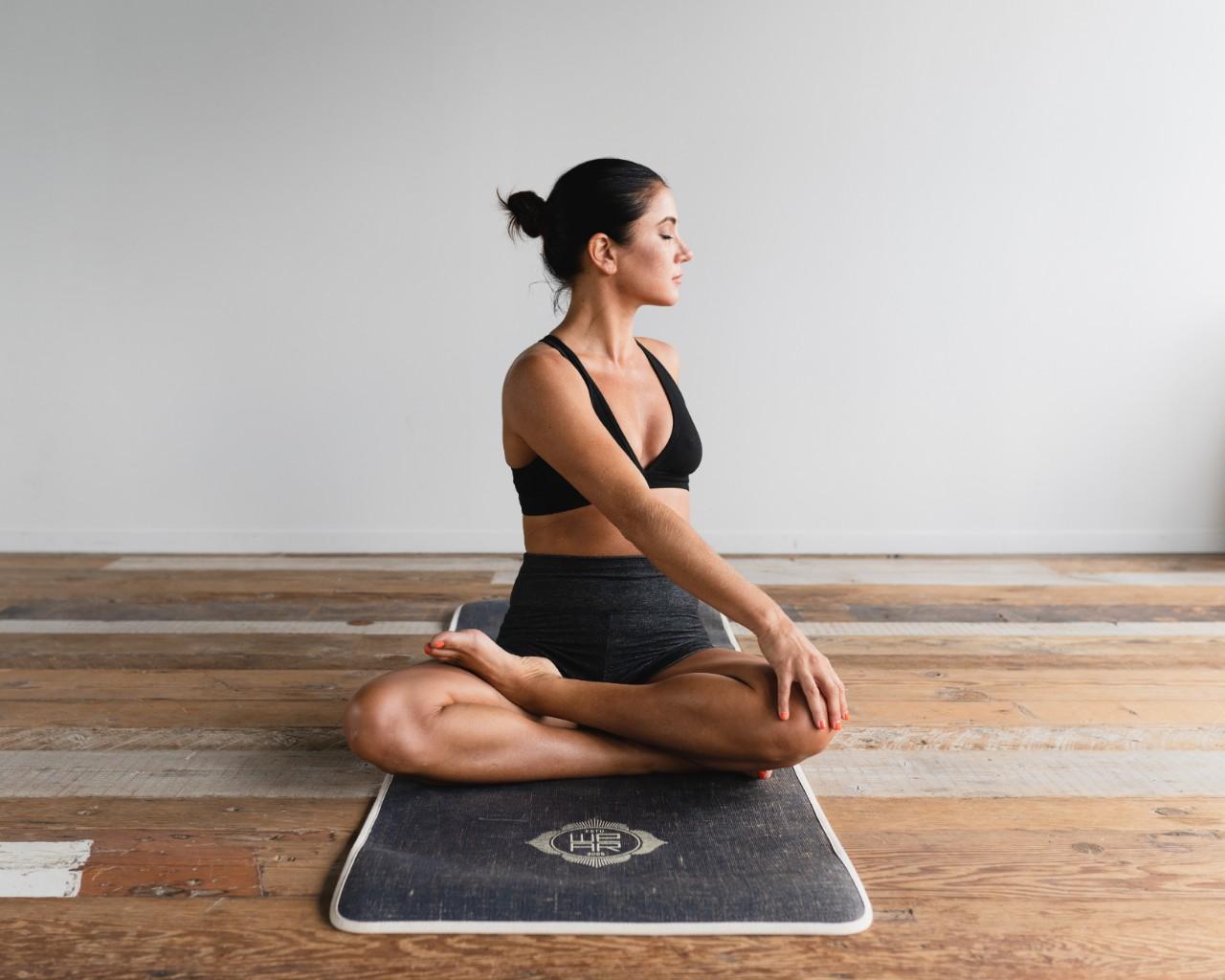 Une séquence de yoga toute simple à pratiquer durant le temps des Fêtes